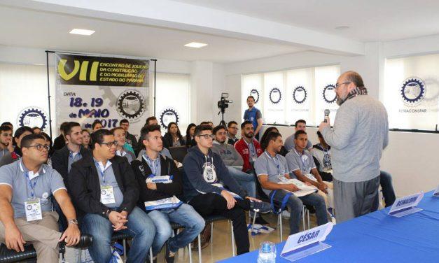 Membro do Instituto Edésio Passos dá palestra a jovens da construção civil