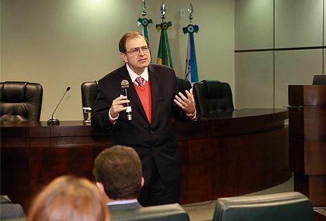 Desembargador do TRT, Célio Horst Waldraff, publica artigo sobre Reforma Laboral e Execução
